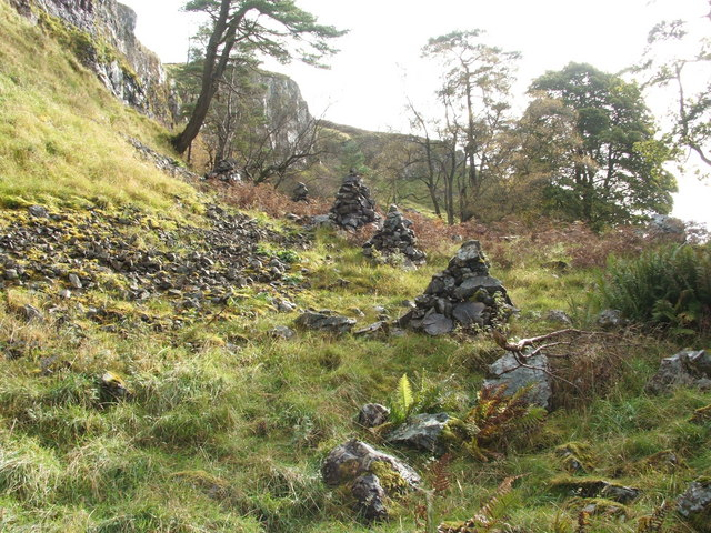 Modern cairns at the Long Crags