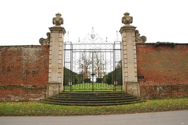 Uffington House gates