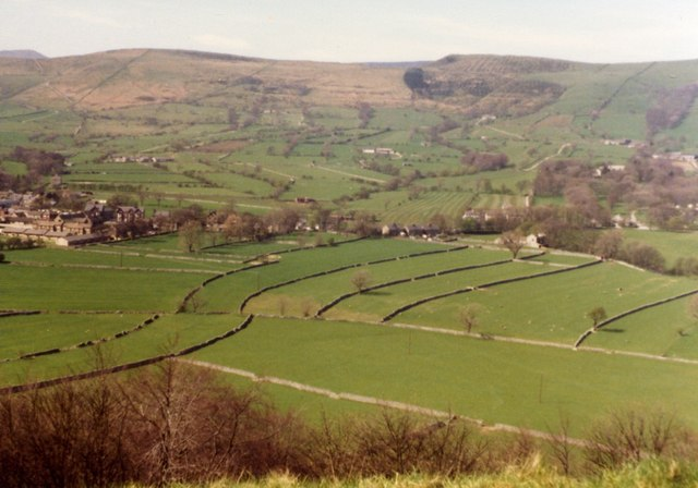 Castleton from the road to Pindale