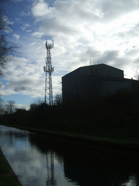 Communications mast beside the Tame Valley Canal