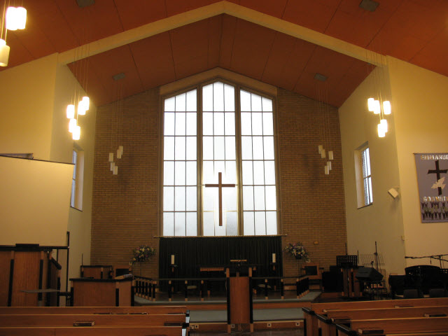 Emmanuel church, Morden - interior