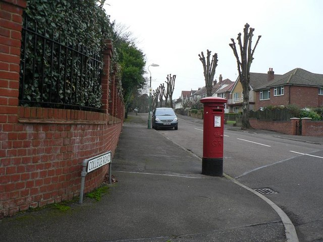 Southbourne: postbox &#8470; BH5 217, College Road