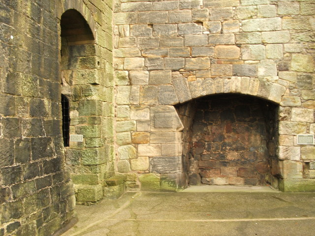 Fireplace in Crookston Castle © Lairich Rig :: Geograph ...