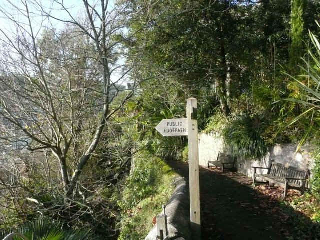 Footpath down to the estuary