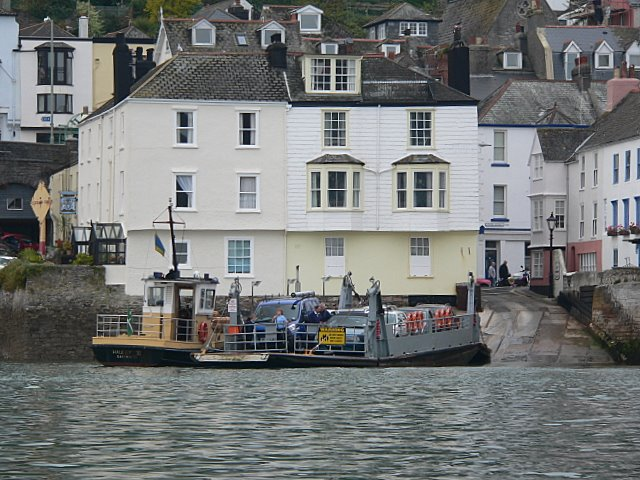 The Dartmouth lower ferry sets out for Kingswear