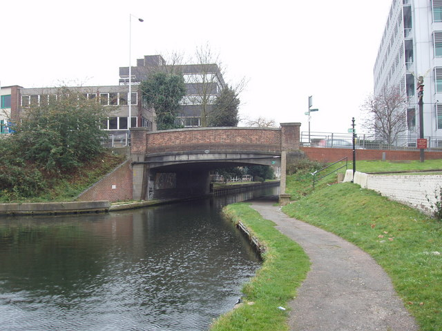 Grand Union Canal bridge 185 - Oxford Road, Uxbridge