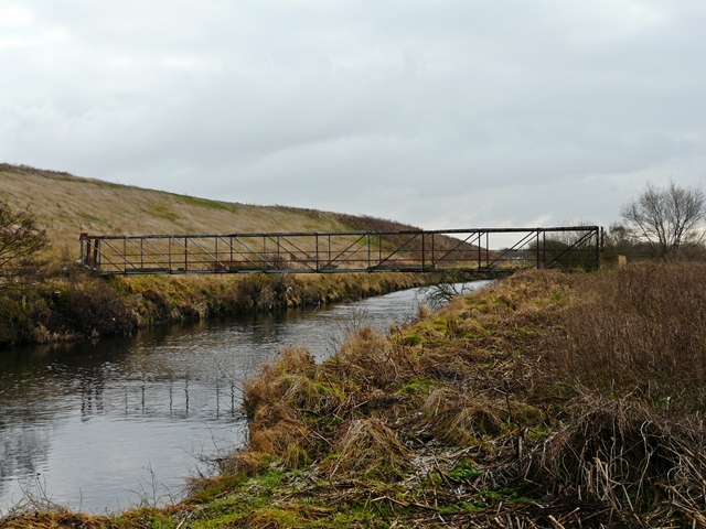 Disused footbridge over the River Tame