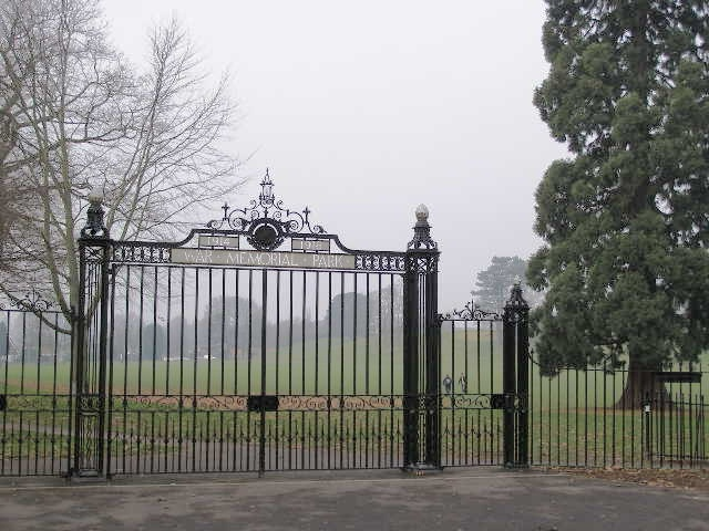 War Memorial Park gates, Park Avenue