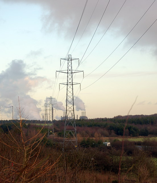 Pylons near Cowdenbeath