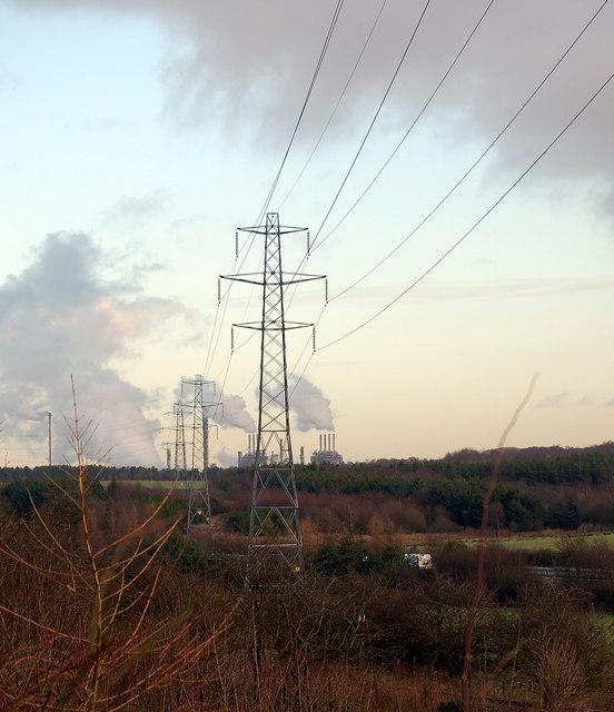 Pylons near Cowdenbeath