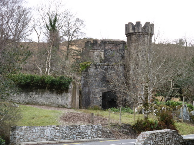 Castle or folly on the N71 between Ladies' view and Galway's Bridge