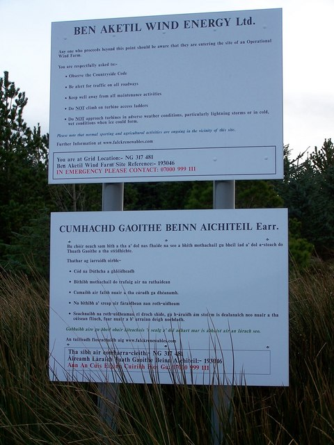 Bi-lingual windfarm signs