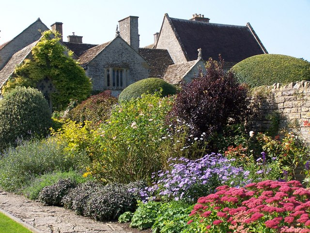 Garden and house at Lytes Cary Manor