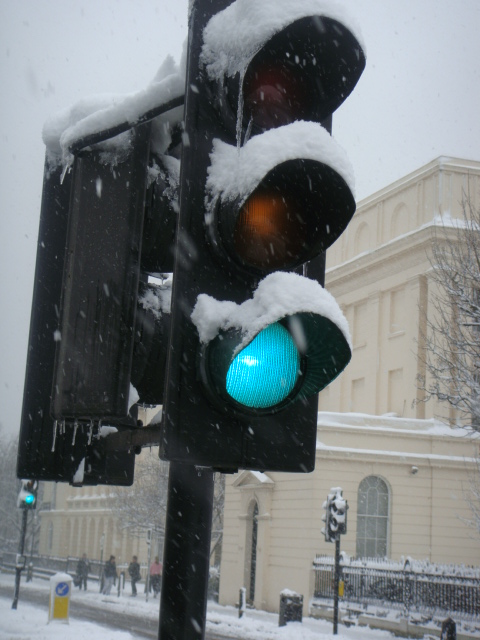 Icicle festooned traffic light