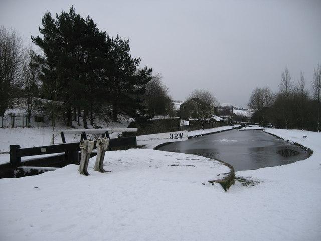 Huddersfield Canal Lock 32W