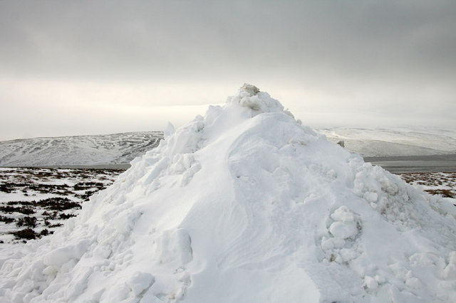 Pile of snow © Helen Wilkinson cc-by-sa/2.0 :: Geograph ...