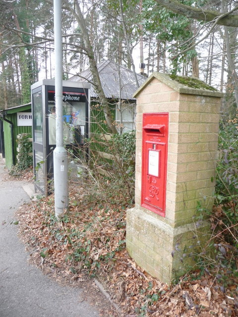 Alderholt: postbox № SP6 350 and phone, Station Road