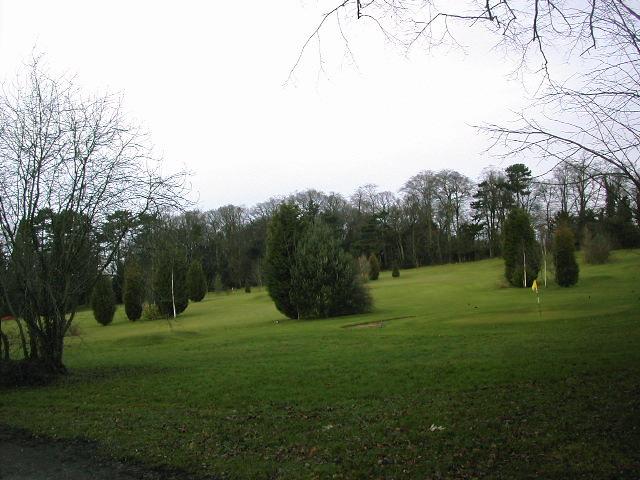 '3 hole golf course'