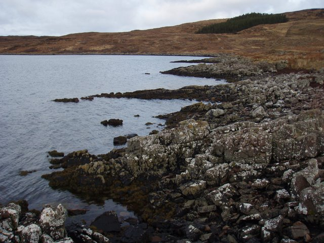 Rocky coast of Loch Thùrnaig