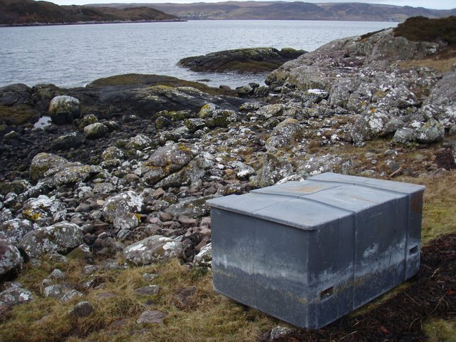 Box like object on Rubha Thùrnaig
