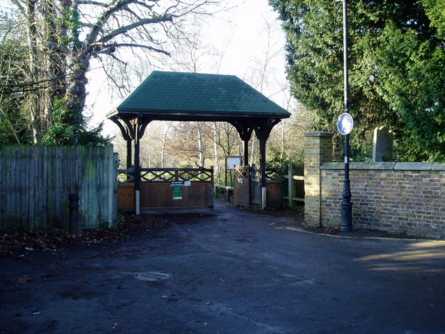Entrance to Brent Lodge Park