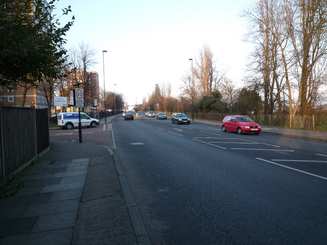 Greenford Road - looking north