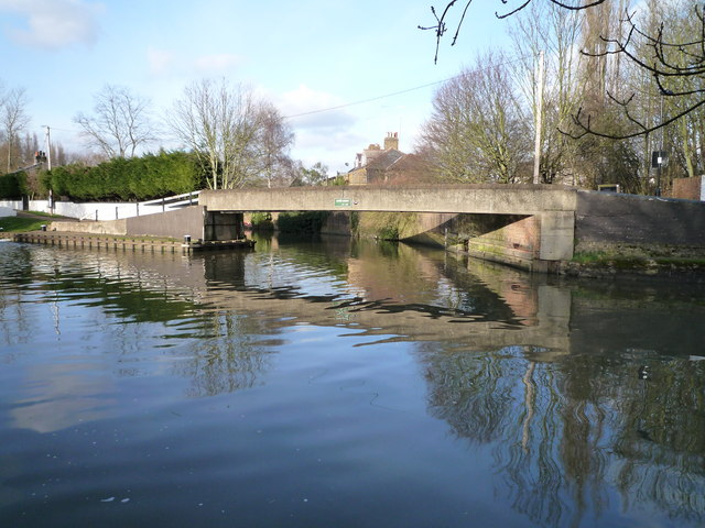 Grand Union Canal at the confluence with the River Brent