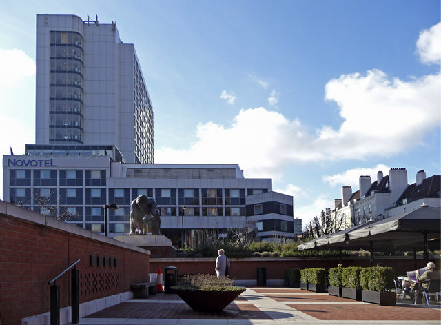 Piazza, British Library, Euston Road, London WC1