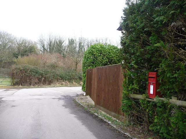 Deanend: postbox № SP5 182, Chase Crescent