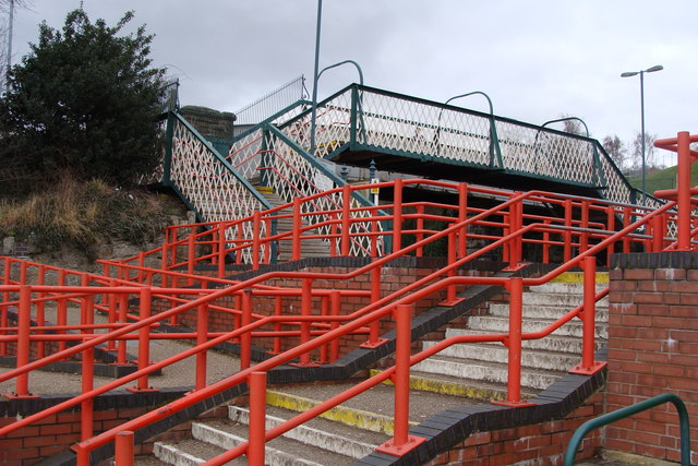 Station access and footbridge, Newtown