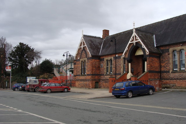 Station buildings, Newtown