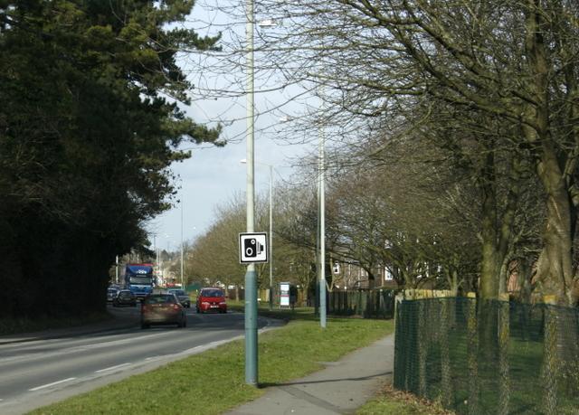 2009 : Looking north on Hungerdown Lane, Chippenham