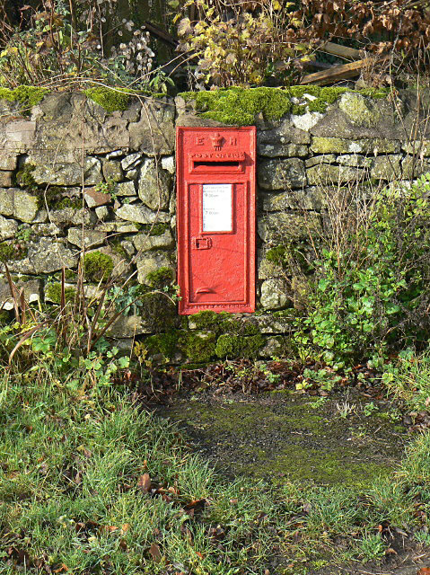 E VII R wall box