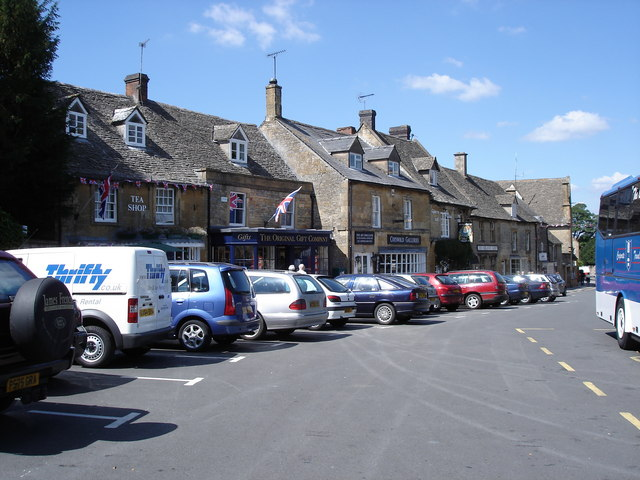Stow-on-the-Wold - shops by the Market Square