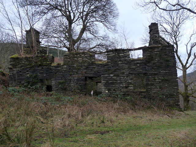 Ruined House above Nant Cwmeiddaw