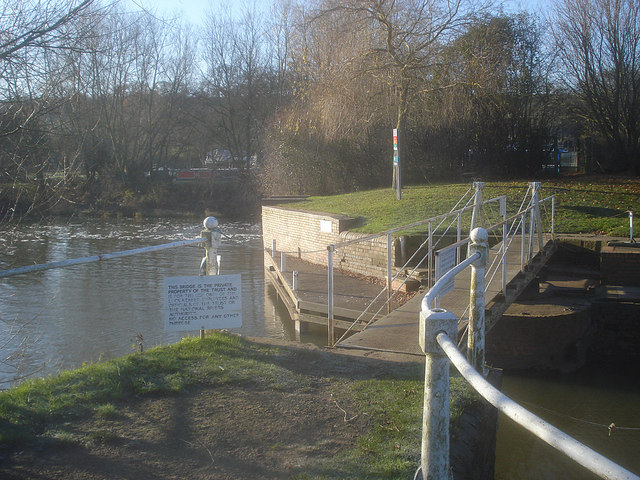 Strensham Lock swing bridge - 1