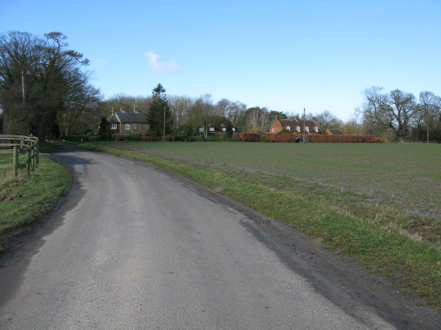 View along the road to Elmstone