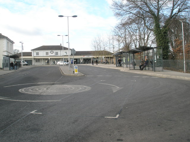 Mini-roundabout on Station Hill