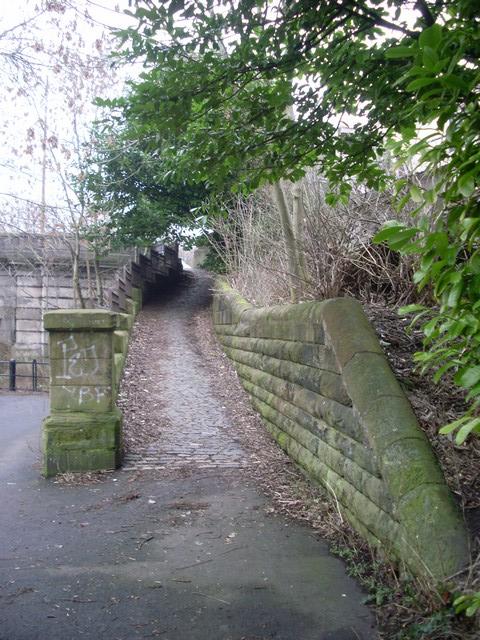 Pathway to Rutherglen Bridge