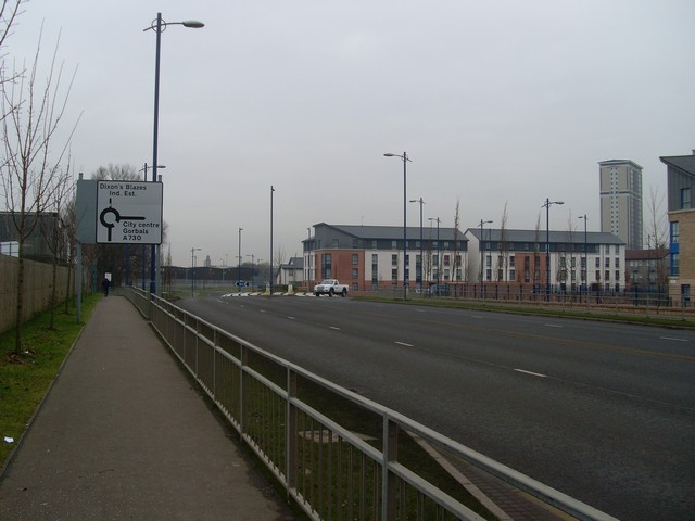 Approaching a roundabout on New Rutherglen Road