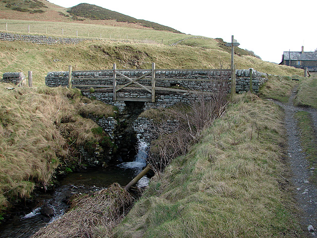 Bridge over the stream at Wallog