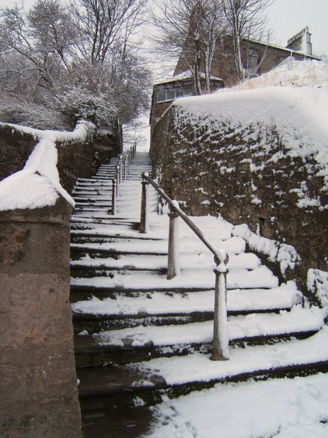 Steps from Harbour to Tennis Courts