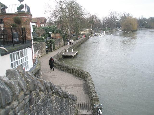 Riverside path on the Windsor side