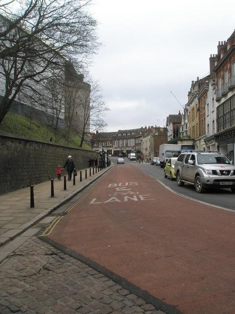 Bus lane in Thames Street