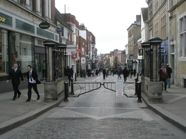 Gates at the top of Peascod Street