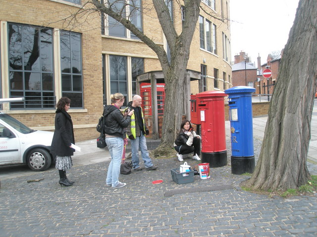 Art lesson by the postboxes near Windsor Castle