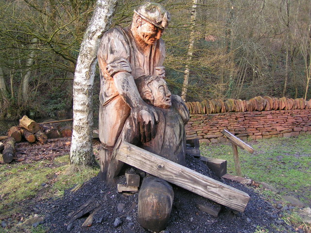 Chainsaw carving at dean heritage centre andy dolman cc