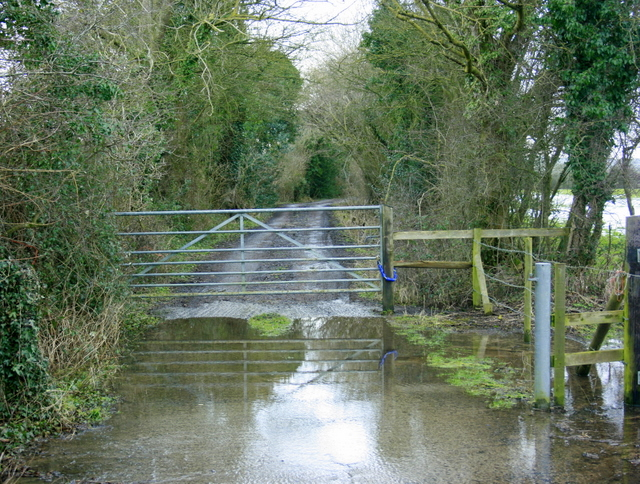 2009 : Flooded farm track at West Woodlands