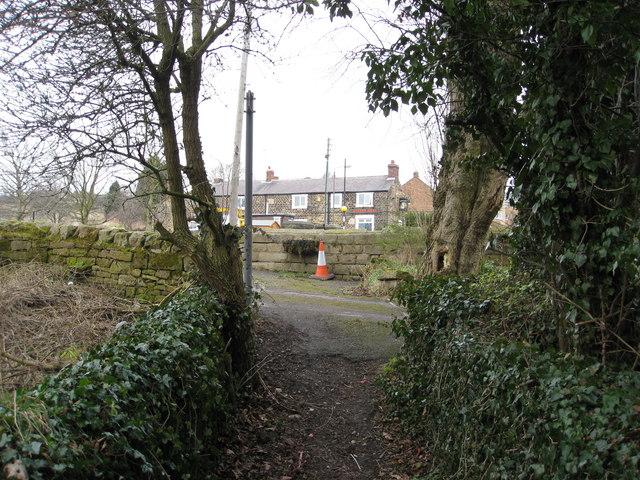 Ridgeway - Footpath and Queens Head