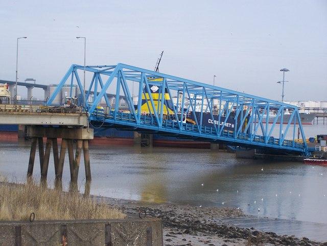Roadbridge onto Pontoon in River Thames